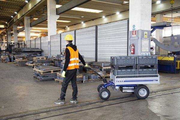 EP 500 Electric Platform Truck in Warehouse