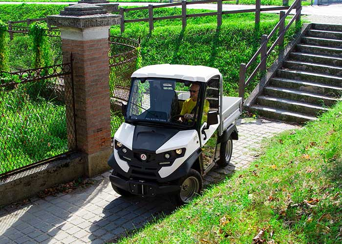 mini-electric-truck-restricted-spaces-700x500