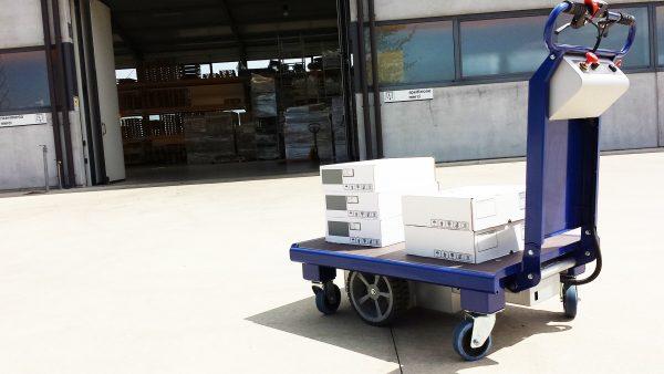 M 15 Electric Platform Truck in Courtyard